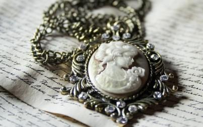 Módní šperky, kterými rozzáříte svůj podzimní outfit