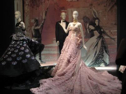Výstava k 70. narozeninám módního domu Dior v Paříži